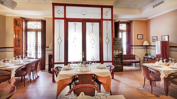 sala principal con luz natural - El Cabanyal, Valencia