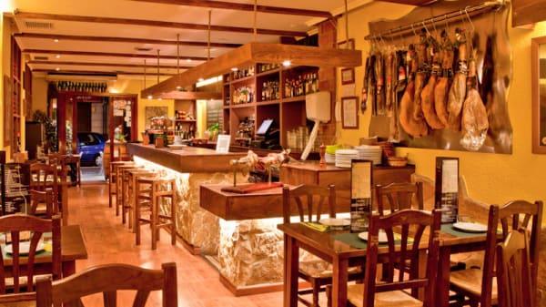 Interior del restaurante - La Taska Sidrería - Conde Altea, Valencia