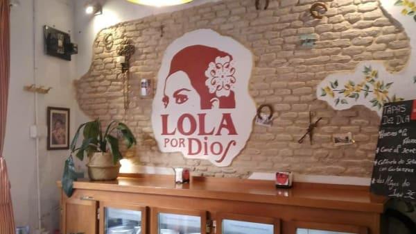 Lola Por Dios, Sevilla