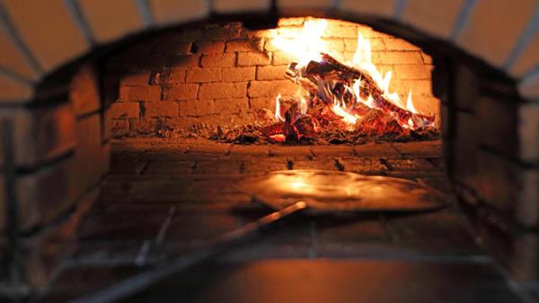 Fogão a lenha - Restaurante Pizzeria - Divinos Prazeres, Lisboa