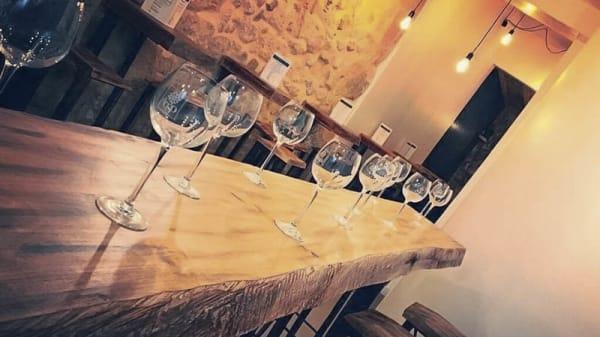 Détail de la table - Bar à vin Saint Martin, Paris