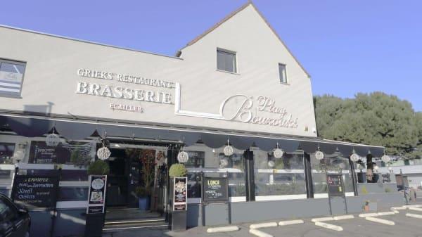 Bienvenue au Play Bouzouki, profitez de notre parking privé et gratuit devant le restaurant. - Play Bouzouki, Sint-Pieters-Leeuw