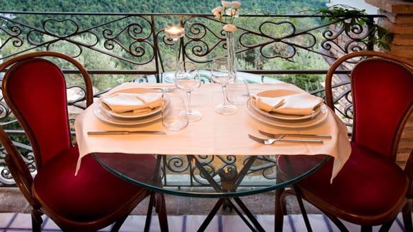 Particolare tavolo terrazza - Le Cucine del Borgo, Roccantica