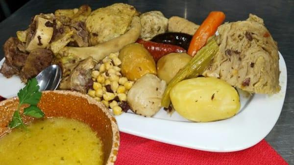 Puchero valenciano, hecho desde la noche anterior en nuestro horno de leña - Asador Restaurante L'Alfàbega, Alginet