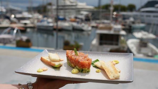 Tartar de salmón con vistas - B-ONE, Barcelona