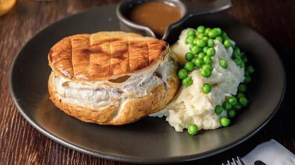 Slim's Famous Beef Brisket Pie - Town & Country Hotel, St Peters