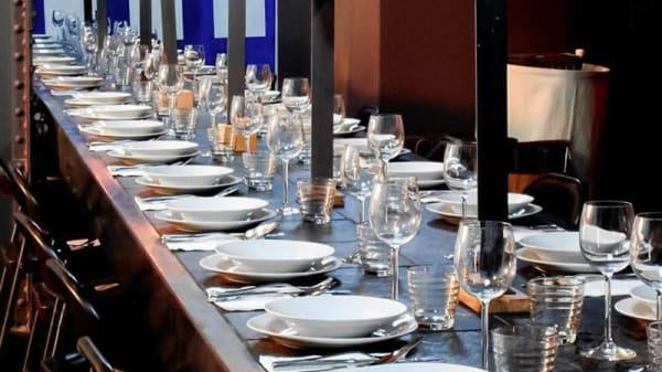 """Détail de la table - Eat God and Art """"EGA"""" Restaurant Centre d'Art Contemporain Jean-Marc Sinan, Arcueil"""
