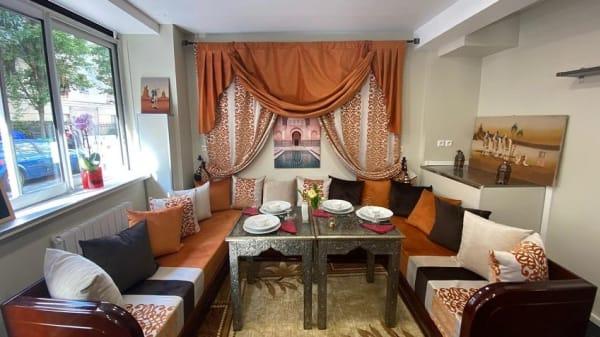 Vue de l'intérieur - Les 7 merveilles de Marrakech, Levallois-Perret