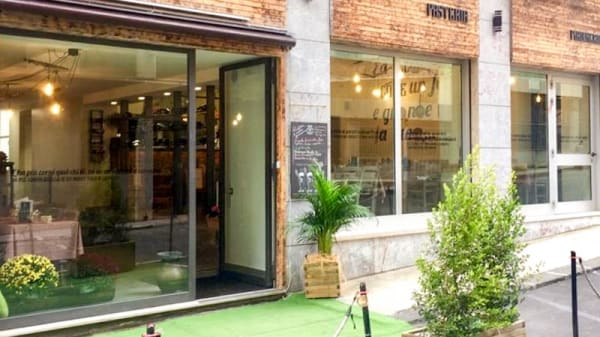 Entrata - La Piè, Catania