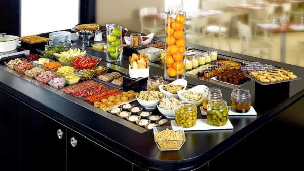 Buffet entrées et desserts - Campanile Paris Est-Bobigny, Bobigny
