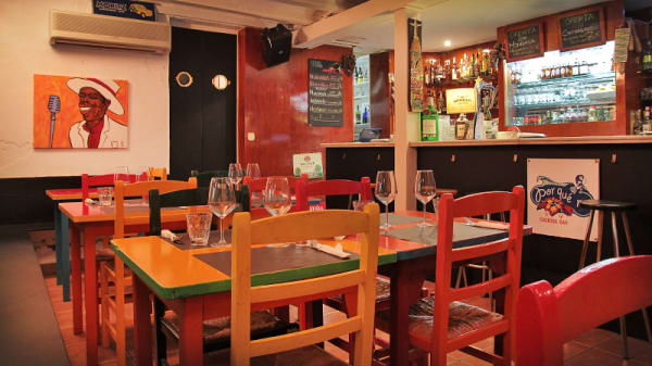 barra y mesas - Por qué no, Barcelona