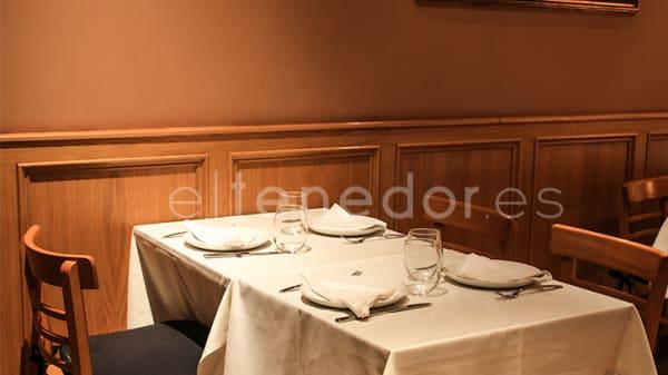 Detalle mesa - Cuenllas, Madrid