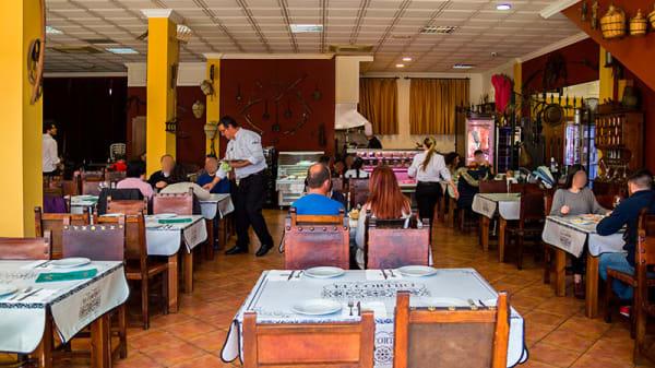 Vista de la sala - El Cortijo Restaurante, San Jose De La Rinconada