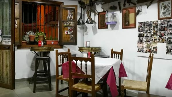 Vista sala - La Taberna, Grazalema