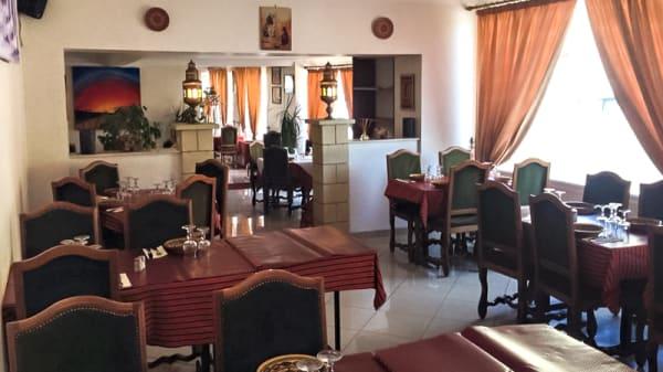 Salle - Auberge de Tizi, Brie-Comte-Robert
