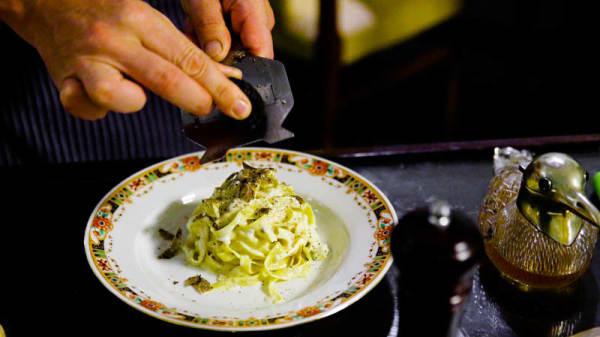 Tagliatelle flambé al tartufo in crosta di Grana Padano - Osteria Pastella, Firenze