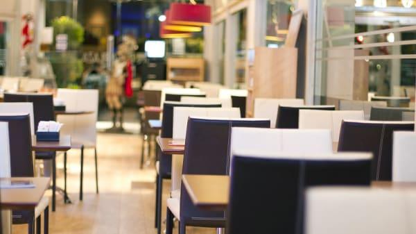 Vista sala - Cafė de la Plaza, CABA