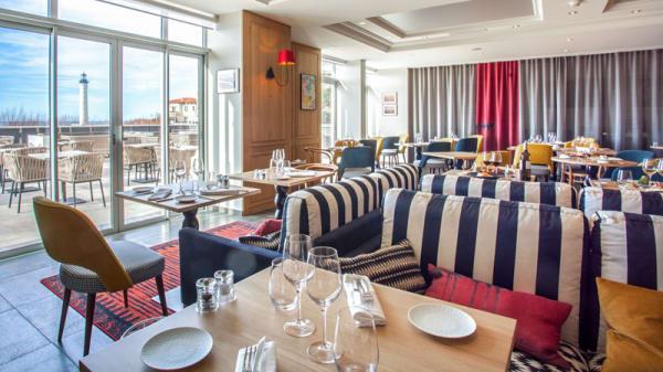 Vue de la salle - IQORI-Le Regina Biarritz:Table gastronomique le soir - Carte bistrot le midi, Biarritz
