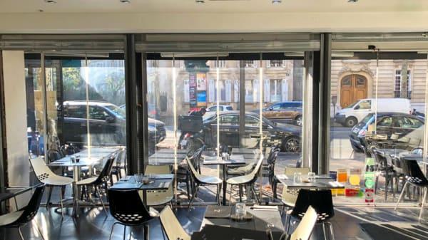 Vue de la salle - Nina Sushi - Villiers, Paris