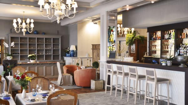 le bar et la salle intérieure - Le Goyen, Audierne