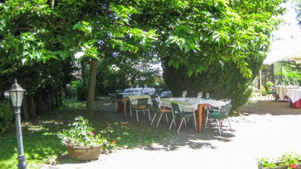 Terrasse - Hostellerie Le Petit Bonneval, Pérignat-lès-Sarliève