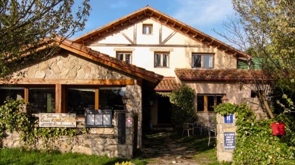Vista de la fachada - La Galana, Hoyos Del Espino