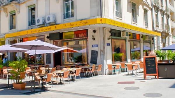 Entrée et terrasse - Café Bollywood, Genève