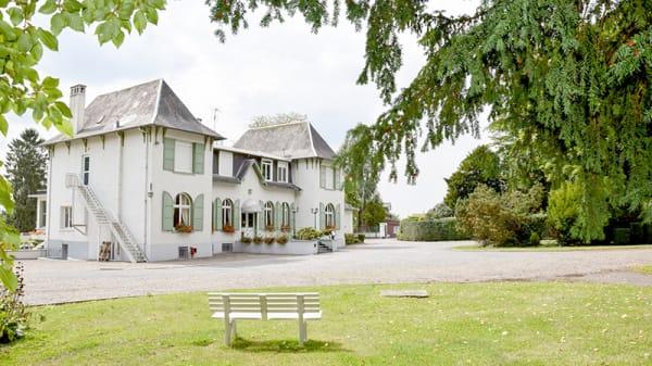 Devanture - Le Château, Neuville-Saint-Amand