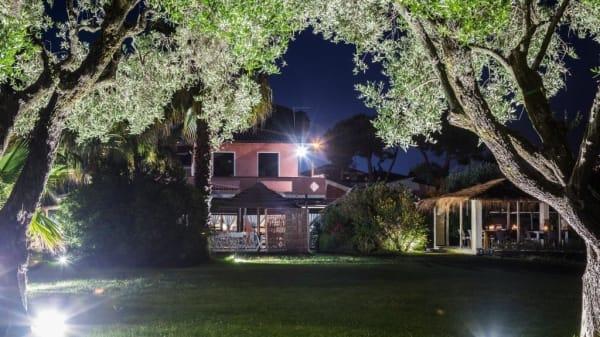 giardino in visione notturna - LAGOdellaFIORA, Massa