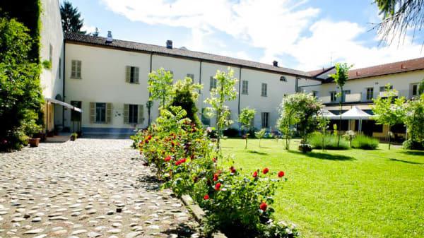 Il cortile - Massimo, Trino