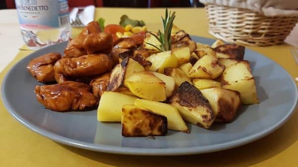 Pollo in Salsa di Soia con Patate al Forno - Il Bistrot del Barone, Milano