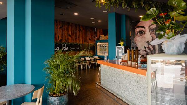 Nuestra barra. - La Isla - Gastrobar, Benidorm