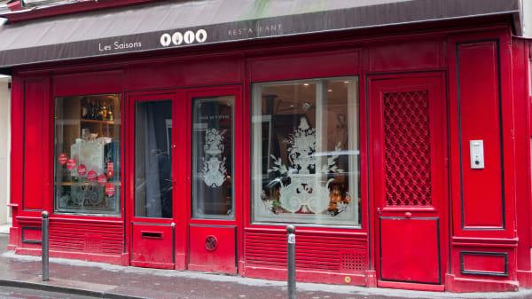 Impossible de rater la devanture rouge des Saisons - Les Saisons, Paris
