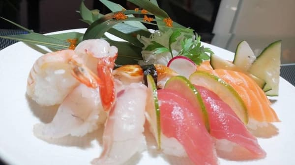 Sushi Chen, Milano