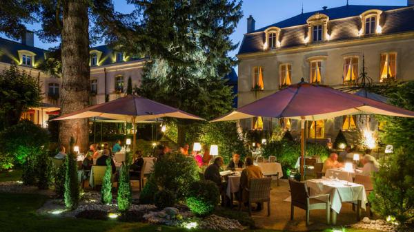 Terrasse - Restaurant Hostellerie Cèdre & Spa, Beaune