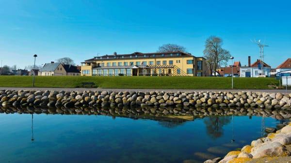 Byggnad - Restaurang Piraten på Hotel Svea, Simrishamn