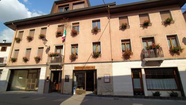 La facciata dello storico albergo Stella D'Oro di Lamon - Stella d'Oro, Lamon