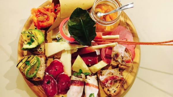 Tagliere di salumi e formaggi - 205 Galleria Culinaria, Nola