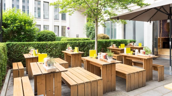HANS IM GLÜCK Burgergrill & Bar - München KÖNIGSPLATZ, München
