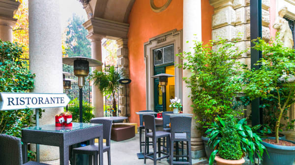 Esterno - Don Lisander, Milano