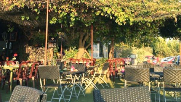 Vue de la terrasse - Les Merveilles, Berre-l'Étang