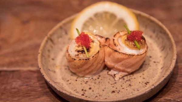 Djo de codorna maçaricado com azeite de trufas e flor de sal - Kakkoii Sushi, São Paulo