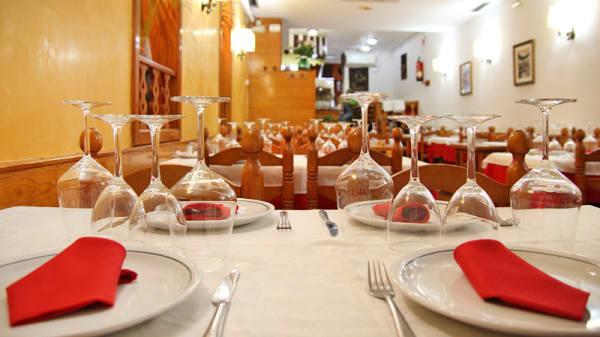 Detalle mesa montada para cuatro - Jaizkibel, Barcelona