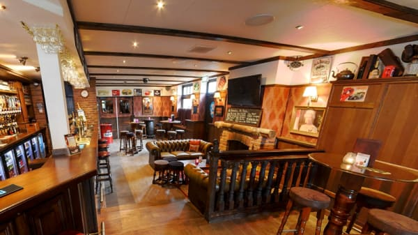 The Cozy Corner - The Pub British Grand Café, Made