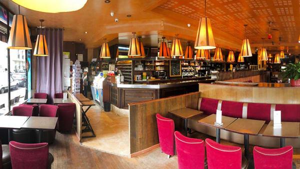 Vue de la salle - Café le Paris, Le Vésinet