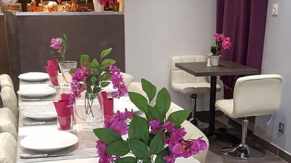 Vue des tables - La Table Libanaise, Grenoble