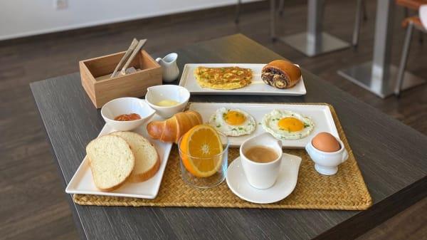 PIROJKI Cafe-Boulangerie, Carouge