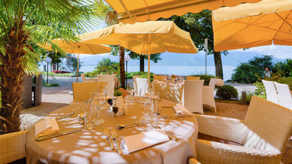 Table en terrasse - Café Bellagio – Royal Plaza Montreux & Spa, Montreux