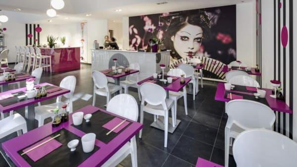 Sushi World, Brussels