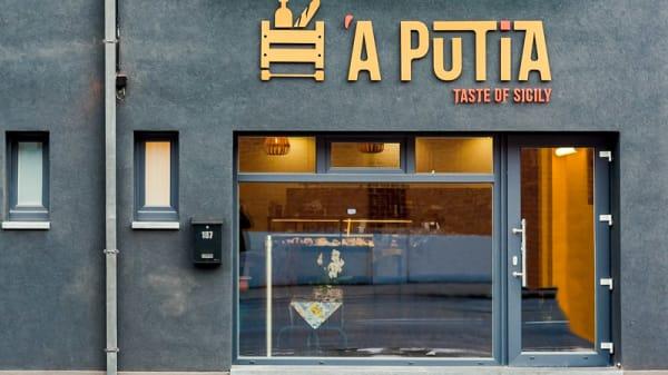 Entrée - Á Putìa, Charleroi